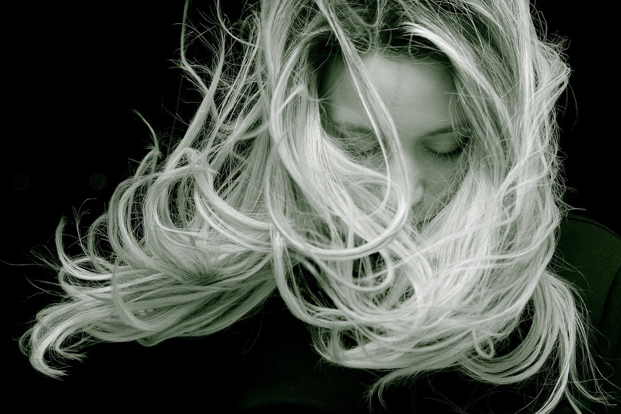 Starostlivosť o skutočné a clip in vlasy